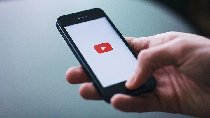 YouTube Mobile app new feature for users to translate comments
